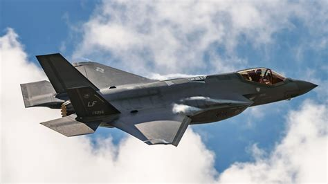Can America's New Stealth Fighter Out-Fly a '70s Retro Plane?