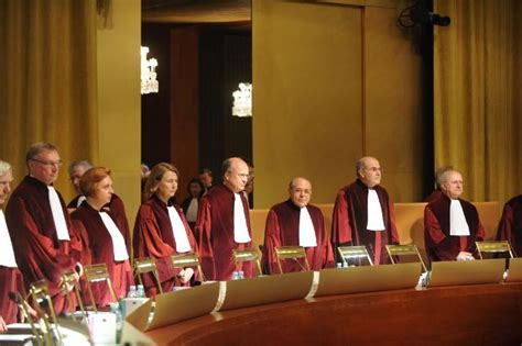 EU court clarifies rules on residence for third-country